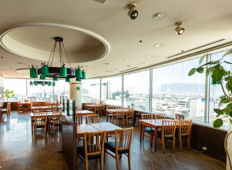 景色を一望できる開放感抜群の展望レストラン